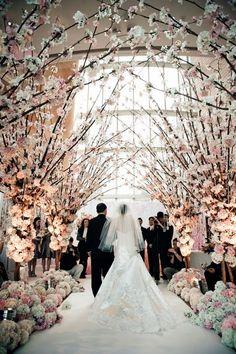 Siempre que se planifica o se piensa en una boda, sistemáticamente pensamos en en la primavera-verano y parte del otoño, es lo típico y la temporada alta en bodas, pero.. ¿nunca habéis pasado en una boda invernal? Desde que veo el programa de David Tutera, una boda perfecta, me apasionan las bodas temáticas y las …