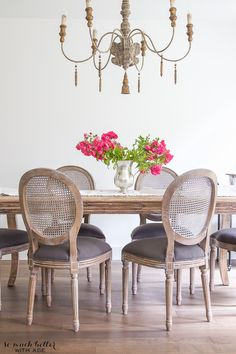 80 of the most brilliant modern dining table design ideas 34 Dining Table Design, Modern Dining Table, Dining Room Table, French Dining Chairs, French Decor, French Country Decorating, French Country Dining Room, Country Living, Country Homes