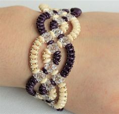 MAKE A BEAUTIFUL WAVY BRACELET WITH SUPER-DUO BEADS This PDF tutorial download gives six pages of full colour instructions, of how to make a beaded bracelet, with an intriguing wavy interlaced design. This tutorial also includes descriptions of several variations. Technique: