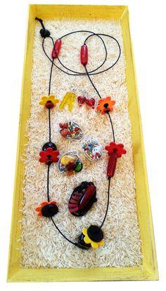 rot, schwarz, gelb, orange... etwas verspielter. Mit ein paar passenden bunten Ringen dazu.