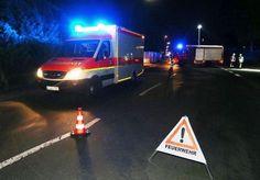 Неизвестный с топором ранил четырех в поезде в Германии (фото) http://ukrainianwall.com/incidents/neizvestnyj-s-toporom-ranil-chetyrex-v-poezde-v-germanii-foto/  Неизвестный мужчина, вооруженный топором и ножом, атаковал пассажиров поезда в районе Хайдингсфельд в городе Вюрцбург, который находится на северо-западе земли Бавария, передает агентство dpa. AFP Один из полицейских рассказал, что