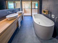 HAUS s egg — ARCHITEKTUR Jürgen Hagspiel Amazing Architecture, Planer, Bathtub, House Design, Interior Design, Bathroom, Wood, Eggplant, Barn