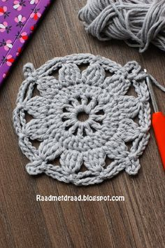 Raad met draad: Finnish granny square pattern in English helps with cluster stitch ; Crochet Motif Patterns, Granny Square Crochet Pattern, Crochet Diagram, Crochet Squares, Double Crochet, Knitting Patterns, Granny Square Häkelanleitung, Granny Squares, Crochet Instructions