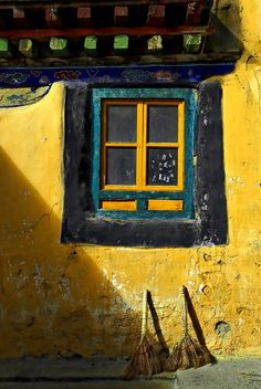 (via Images of Tibet - bright yellow wall | Tibet)
