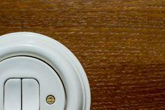 Unikátní způsob výroby porcelánu umožňuje výrobu krásně fungujících vypínačů.