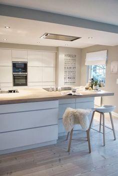 Beautiful modern white kitchen with Scandinavian style house deco Kitchen Design Small, Scandinavian Kitchen, White Kitchen, Kitchen Design Trends, Scandinavian Kitchen Design, Small Kitchen, Scandinavian Style Home, Home Deco, Kitchen Design