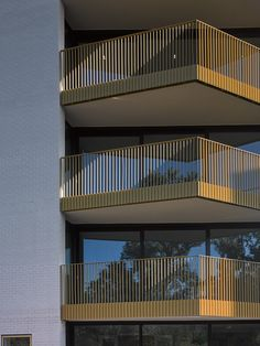 Image 1 of 28 from gallery of BishopsWood Court / Daykin Marshall Studio. Courtesy of Daykin Marshall Studio Modern Architecture House, Facade Architecture, Residential Architecture, Amazing Architecture, Facade Design, Gate Design, Balustrade Balcon, Balcony Grill, Balcony Railing Design