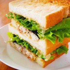 タモリさんのサバサンド♪話題のヨルタモリ簡単レシピ A Food, Food And Drink, Panini Sandwiches, Looks Yummy, Food Inspiration, Menu, Cooking Recipes, Yummy Food, Bread