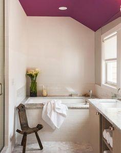 Цветной потолок в ванной комнате: 10 удачных примеров - Colors.life