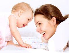 Confira dicas do que a mamãe que amamenta pode ou não comer para evitar cólicas no bebê.