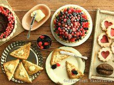 #miniature #food #minifood #berry #tart #berries #raspberries #sandwiches #butter #chocolate #tart