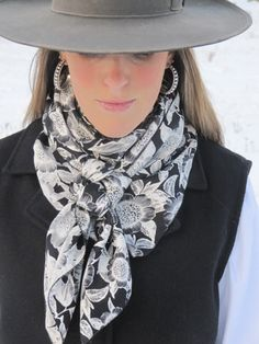 Silk Wild Rags I need to start wearing these. Cowboy Girl, Cowgirl Chic, Cowgirl Style, Cowgirl Bling, Western Style, Western Outfits, Western Wear, Estilo Country, Glamour