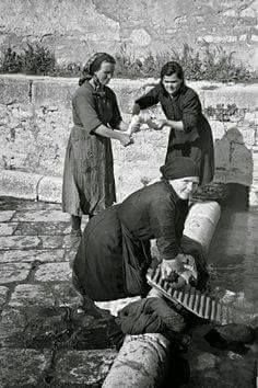 Italian Vintage Photographs ~ Campobasso, Italy in 1944 ~ Local women washing clothes in the old Roman washing place in Campobasso Supernatural Style Antique Photos, Vintage Photographs, Vintage Images, Black White Photos, Black And White Photography, Photo Black, Old Pictures, Old Photos, Italian People