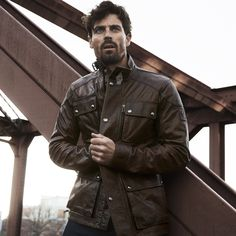 Discover our luxurious mens leather jacket collection at Belstaff. Shop from the wide range of luxury heritage and biker jackets. Belstaff Style, Belstaff Jackets, Countryside Style, Waxed Cotton Jacket, Mens Trends, Men's Leather Jacket, British Style, Spring Fashion, Menswear