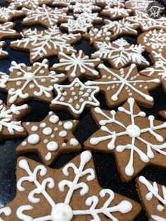 Iced Gingerbread Biscuits All Things Christmas, Gingerbread Cookies, Biscuits, Desserts, Blog, Cookies, Tailgate Desserts, Ginger Cookies, Deserts