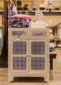 Móvel Azulejo Branco 2 gavetas e 2 portas 78 x 35 x 105 cm | A Loja do Gato Preto | #alojadogatopreto | #shoponline | referência 102365027