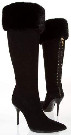 Gucci black and gold fur boots *Visit board - best shoes, boots heels ♡ to be… Gucci Boots, Fur Boots, Bootie Boots, Gucci Gucci, Hot Shoes, Women's Shoes, Me Too Shoes, Pretty Shoes, Beautiful Shoes