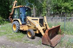 1992 John Deere 310 D (backhoe) 4x4VIN #T0310DB787441 Hours; 917, runs, front bucket needs welding work; solid fill front tires; comes w/never used spare tire and rim.