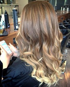 Another beautiful balyage by Orla from team Di Milo.  For details or bookings please call 01-2180872