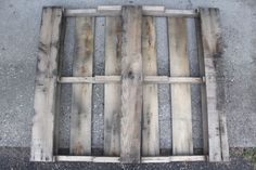 This project is so easy to do, it will blow your mind! I love to use pallets because I can find them for free and they give a rustic look to my home and decor:…