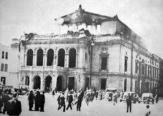 În timpul bombardamentelor germane din 23/24 august 1944 a luat foc anexa teatrului, de la care focul s-a extins în clădirea principală. Bucharest Romania, Timeline Photos, Bulgaria, Kenya, Mona Lisa, Louvre, Culture, Memories, Historia