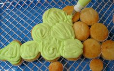 Dino is ready to Party!- Pull-Apart Cupcake Tutorial dinosaurs cupcake cake- godson loved it, and it was really easy! I skipped the spikes and made buttercream humps, and it was still really cute. Dinosaur Cupcake Cake, Dino Cake, Dinosaur Birthday Cakes, Dinosaur Party, Cupcake Cakes, Giant Dinosaur, Dinosaur Cake Easy, Pull Apart Cake, Pull Apart Cupcakes