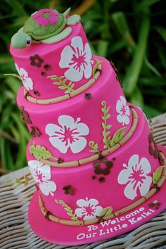 A hibiscus cake with bamboo border. I used my new Cricut cake to cut out the hibiscus and the leaves using gumpaste. The fondant colour is Fondarific Hot Pink with extra Wilton Rose added for a deeper colour. The turtle topper is fondant-covered. Cricut Cake, Crazy Cakes, Fancy Cakes, Hibiscus Cake, Hibiscus Flowers, Tropical Flowers, Tropical Colors, Luau Baby Showers, Luau Cakes