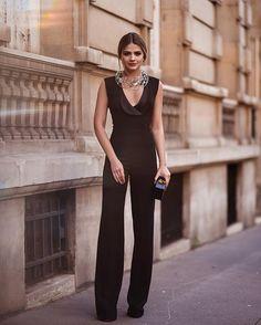 In black for the @vogueparis Foundation Gala Dinner tonight!   De preto, para a noite de hoje! ✨ #thassiafrenchdays #ootn  @rhaiffe
