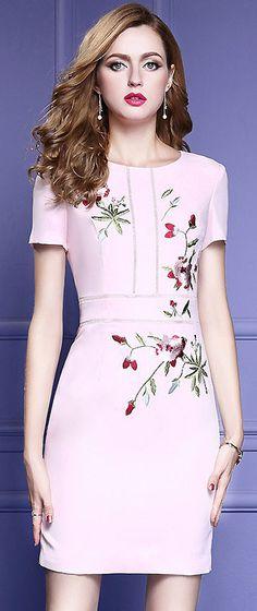 Elegant O-Neck Short Sleeve Embroidery Bodycon Dress