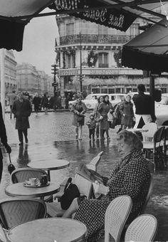 Janet Flanner, Paris, 1968 (Bill Ray) via deviatesinc Robert Doisneau, Old Paris, Vintage Paris, Old Pictures, Old Photos, Vintage Photographs, Vintage Photos, Journal Photo, Resto Paris