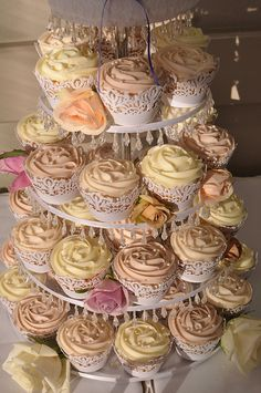 Vintage cupcakes -- these are doable!  Buttercream swirl at the top with some pearl sprinkles and lace wrappers.