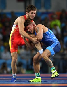 Andriy Kvatkovskyy (red) of Ukraine and Frank Molinaro (blue) of the United States compete in the Men's Freestyle 65kg Repechage round 2 match on Day 16 of the Rio 2016 Olympic Games at Carioca Arena 2 on August 21, 2016 in Rio de Janeiro, Brazil. (787×1024)