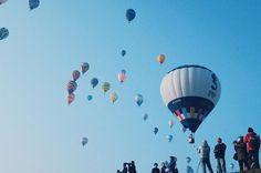 . . 今日は何をしようって悩む時間ってよく考えたらワクワクする時間でもあるんだなぁ . . .  #balloon #balloons #バルーン #佐賀バルーンフェスタ #佐賀インターナショナルバルーンフェスタ #ふと思った #ゆっくりした時間 #ダレカニミセタイケシキ #ダレカニミセタイソラ #blue #sky #忙しい #御船写真部 #kumamoto_instagramers  #icu_japan#lovers_nippon#bestjapanpics#instajapan #写真好きな人と繋がりたい #ファインダー越しの私の世界 #instagramjapan#wu_japan #igers#instagram#IGersJP#RECO_ig#igreja#igersjp#team_jp_ #ig_japan_