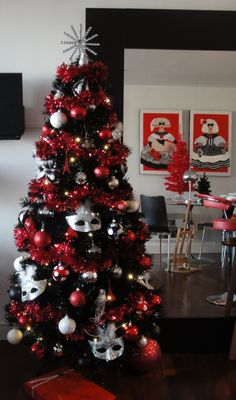 red white and black Christmas tree White Christmas Tree With Red, Black Christmas Tree Decorations, Silver Christmas Tree, Beautiful Christmas Trees, Noel Christmas, Xmas Tree, Silver Decorations, Black Tree, Christmas 2019