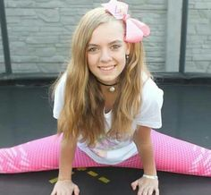 Lea na trampolíně Hannah Montana, Bari, Celebrities, Youtube, Idol, Girls, Style, Fashion, Toddler Girls