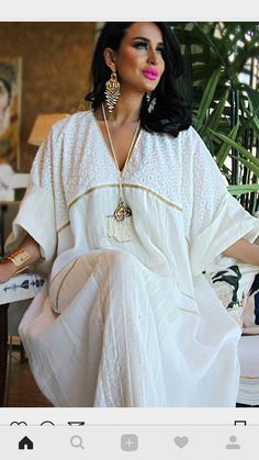 White with gold embellishment jalabiyya with pockets - cool for summer Arab Fashion, Muslim Fashion, Steampunk Fashion, Gothic Fashion, Funky Dresses, Casual Dresses, Fashion Dresses, Linen Dresses, Mode Abaya