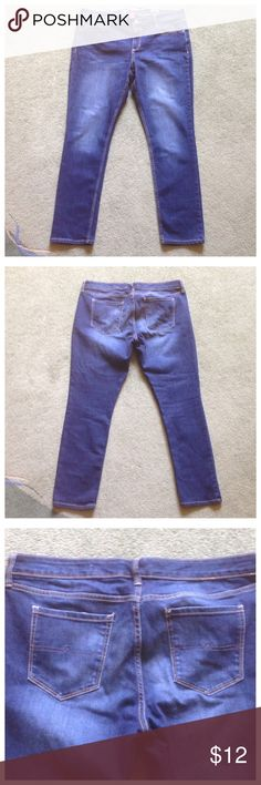 """Arizona Size 15 Short Super Skinny Blue Jeans Excellent condition; Across waist - 17.5"""", Front rise - 10"""", Inseam - 29"""", Leg opening - 6.5""""; Cotton, Polyester, Spandex Arizona Jean Company Jeans Skinny"""