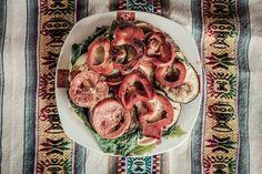 Pizza integral de sesamo y linaza, con verduras a la brasa y base de Humus #Lima #Perú #food #foodstyling  Emilio Tallafet. Dirección de arte, diseño web y fotografía. www.emiliu.com