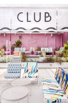 POW ideas captures retro neon style for the swimming club in kuala lumpur Neon Style, 80s Style, Neon Design, Best Boutique Hotels, Memphis Design, Pool Bar, Hospitality Design, Cafe Design, Gardens