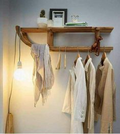 Garderobe hätte ich dieses foto mal früher gesehen, dann wäre unsere kaputte … Wardrobe I would have seen this photo earlier, then our broken rodel would not have landed in the trash Furniture Making, Diy Furniture, Room Inspiration, Interior Inspiration, Diy Home Decor, Room Decor, Light Building, Home And Living, Sweet Home