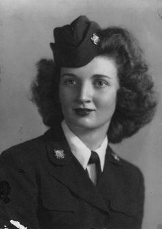 Portrait of Laura Avis Gibson, 1944 - The Betty H. Carter Women Veterans Historical Project - UNCG University Archives