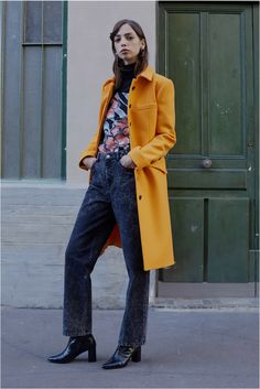 See the complete Paul & Joe Pre-Fall 2017 collection.