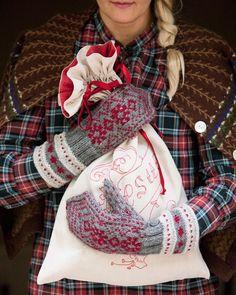 Neuleohje: Lapaset ja villasukat miehelle tai naiselle - Kotiliesi.fi Knit Mittens, Knitting Socks, Knit Socks, Some Ideas, Louis Vuitton Speedy Bag, Knit Crochet, Gloves, Warm, K2