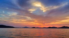 05 Sept.18:36 博多湾日の入りです。 #sunset ( Evening Now at Hakata bay in Japan)