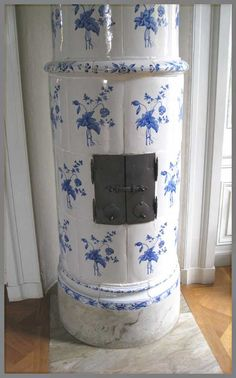 Floral kakelugnar. These tiled stoves with their simple nordic florals, originated in Sweden in the 16th C. They were very energy efficient and kept the entire house warm - something cold northern climate folks were great pioneers at!