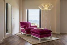 Poltrona rosa pink de veludo para um quarto feminino e super elegante. https://www.homify.com.br/livros_de_ideias/41508/10-poltronas-para-quartos-criativos