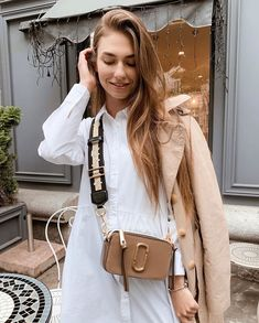 Beige Outfit, Neutral Outfit, Marc Jacobs Snapshot Bag, Marc Jacobs Bag, Casual Outfits, Fashion Outfits, Womens Fashion, Outfit Trends, Street Style Summer