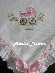 Foto Baby Embroidery, Hand Embroidery Stitches, Machine Embroidery Patterns, Embroidery Designs, Knitting Patterns, Nursery Patterns, Baby Sheets, Doll Carrier, Crochet Baby Clothes