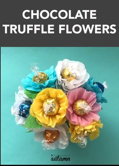 A candy bouquet is a fun gift for Mother's Day or Teacher Appreciation! Make cute flowers with chocolate truffle centers. Learn how to make a beautiful candy bouquet of chocolate flowers! Easy handmade gift idea for Mother's Day or teacher appreciation. Candy Flowers, Diy Flowers, Paper Flowers, Crepe Paper Roses, Flower Diy, Candy Bouquet Diy, Diy Bouquet, Food Bouquet, Teacher Candy Bouquet