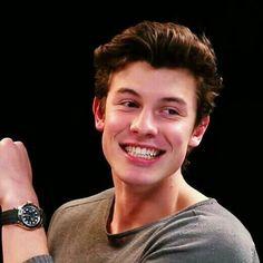 Hot Ones w Shawn Mendes Shwan Mendes, Mendes Army, Shawn Mendes Photoshoot, Shawn Mendes Wallpaper, Jack Johnson, Justin Bieber, Hot Boys, My Boyfriend, Handsome